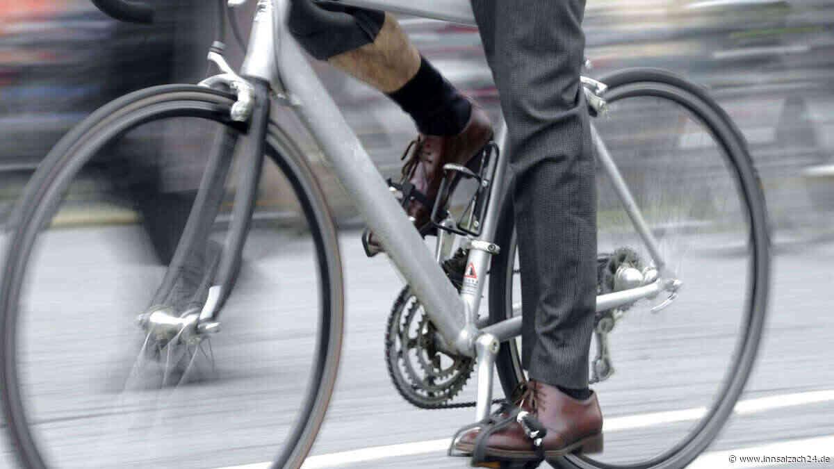 Fahrradfahrer (62) stürzt in Garching bei München und verstirbt an der Unfallstelle - innsalzach24.de