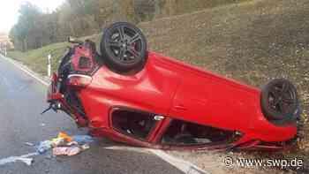 Unfall B28/B312 bei Metzingen: Golf überschlägt sich - Stau und Verkehrsbehinderungen - SWP