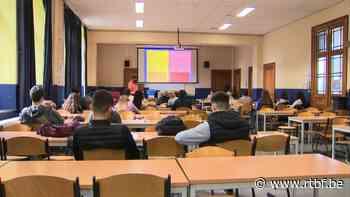 """Code orange """"adapté"""" dans les écoles : le présentiel reste la règle - RTBF"""
