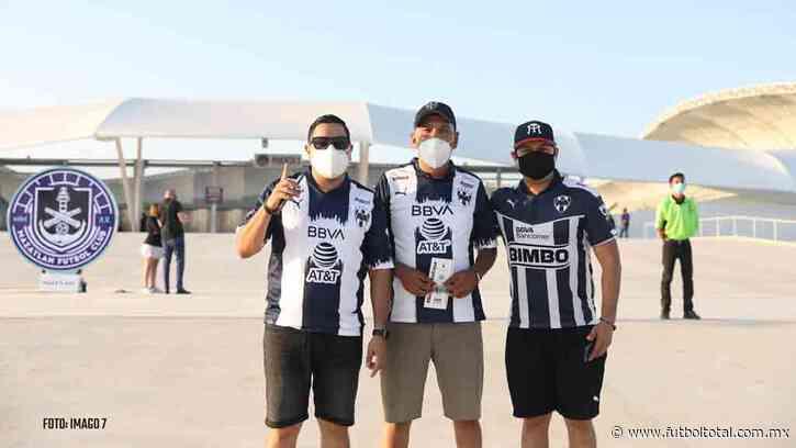 Cerca de mil aficionados de Rayados viajaron a Mazatlán
