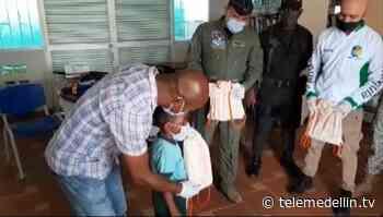 Más de 550 kits escolares fuero entregados en Vigía del Fuerte - Telemedellín