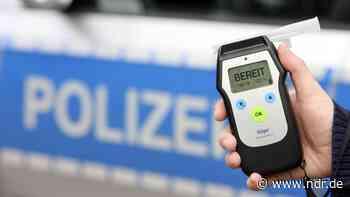 Dassel: Betrunkener Autofahrer beschädigt geparkten Pkw - NDR.de