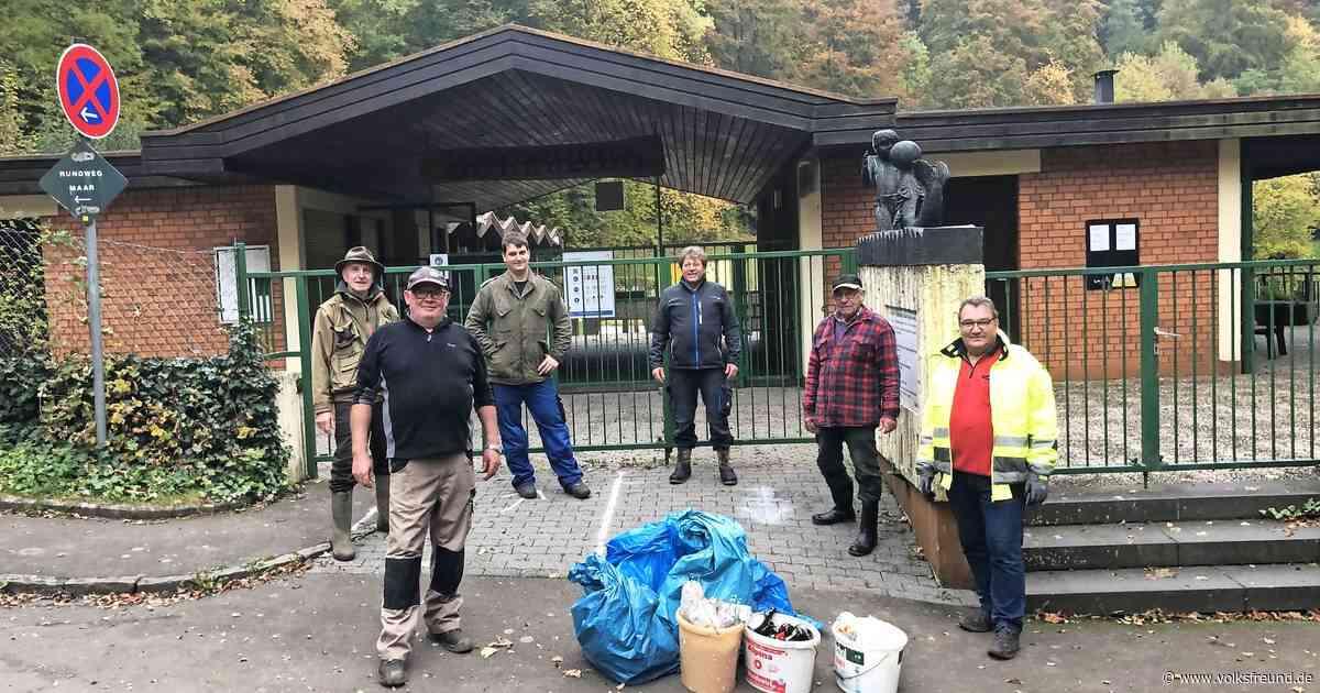 Müllsammelaktion des Angelsportvereins Daun am Gemündener Maar - Trierischer Volksfreund