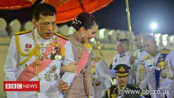 Thai king in rare praise for pro-monarchists