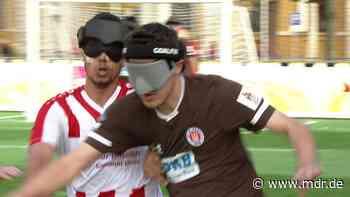 Meisterschaft im Blindenfußball auf dem Domplatz in Magdeburg - MDR