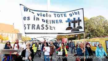 "Anti-Corona-Demo: ""Querdenken""-Demo in Berlin: Rangeleien und Beschimpfungen"