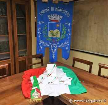 Monchiero: quattro giovani diventano maggiorenni e ricevono la Costituzione Italiana dall'Amministrazione Comunale - TargatoCn.it