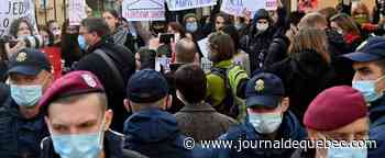Pologne: des manifestants pro-avortement bloquent plusieurs villes