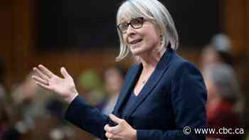 Health Minister Patty Hajdu spotted without a mask at Pearson airport