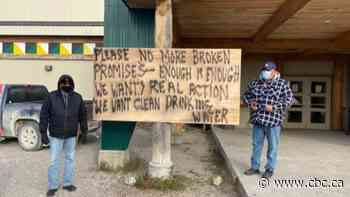 Few left behind in Neskantaga First Nation prepare for winter without water