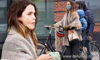 Keri Russell and Matthew Rhys enjoy brunch and Brooklyn bike ride