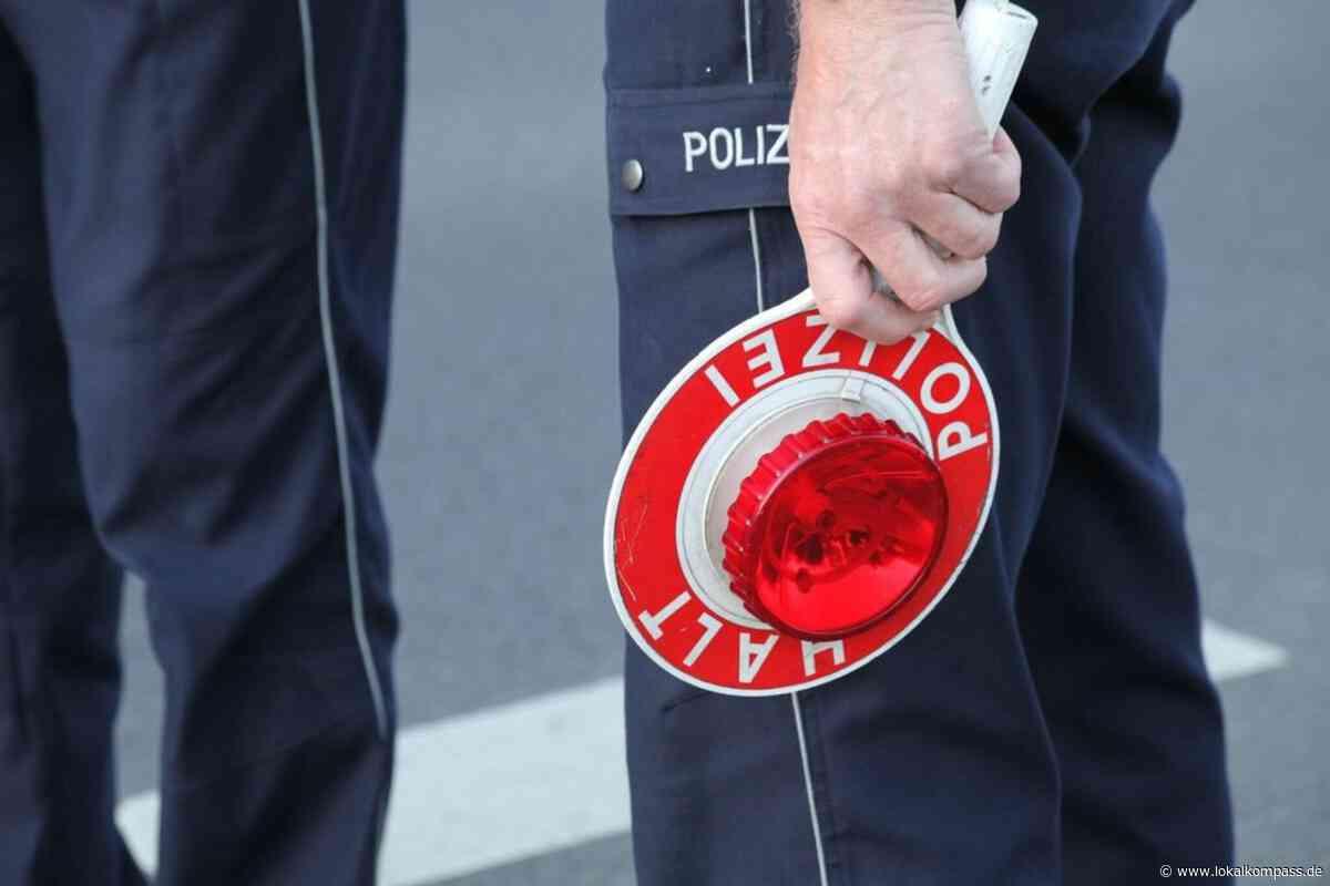Es werden dringend Unfallzeugen gesucht: Schwarzer Passat türmt von Unfallstelle - Lokalkompass.de