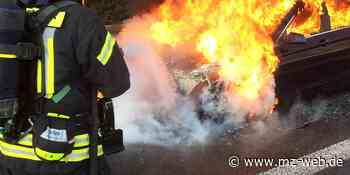 Zweites Autos beschädigt: Golf brennt auf Parkplatz im Dessauer Westen aus - Mitteldeutsche Zeitung