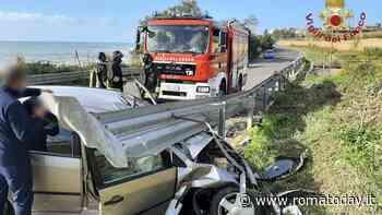 Incidente sull'Aurelia: perde controllo dell'auto e si schianta contro guardrail