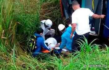Dos heridos tras volcamiento de bus en vía Planeta Rica – Montería - LA RAZÓN.CO