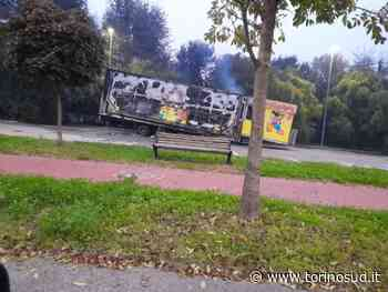 NICHELINO - A fuoco il rimorchio di un carro delle giostre: ipotesi dolo - TorinoSud