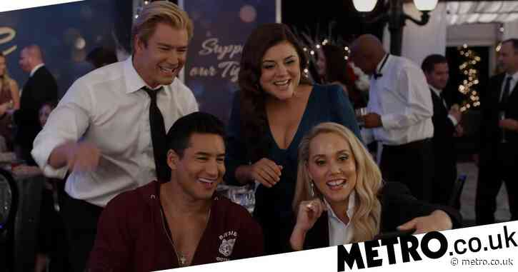 Zack Morris and Kelly Kapowski reunite with A.C. Slater and Jessie Spano in Saved By The Bell trailer