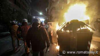 Guerriglia a Roma, caccia all'uomo a Prati: elicottero sul centro di Roma