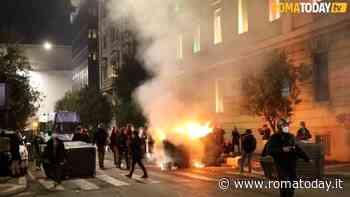 Guerriglia a Roma: le immagini di piazza del Popolo e Flaminio messi a ferro e fuoco