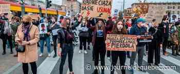 Avortement: les femmes polonaises investissent massivement les rues