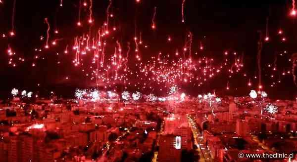 Un verdadero pandemonio: Hinchas tiñeron su cuidad de rojo para festejar aniversario del club de sus amores