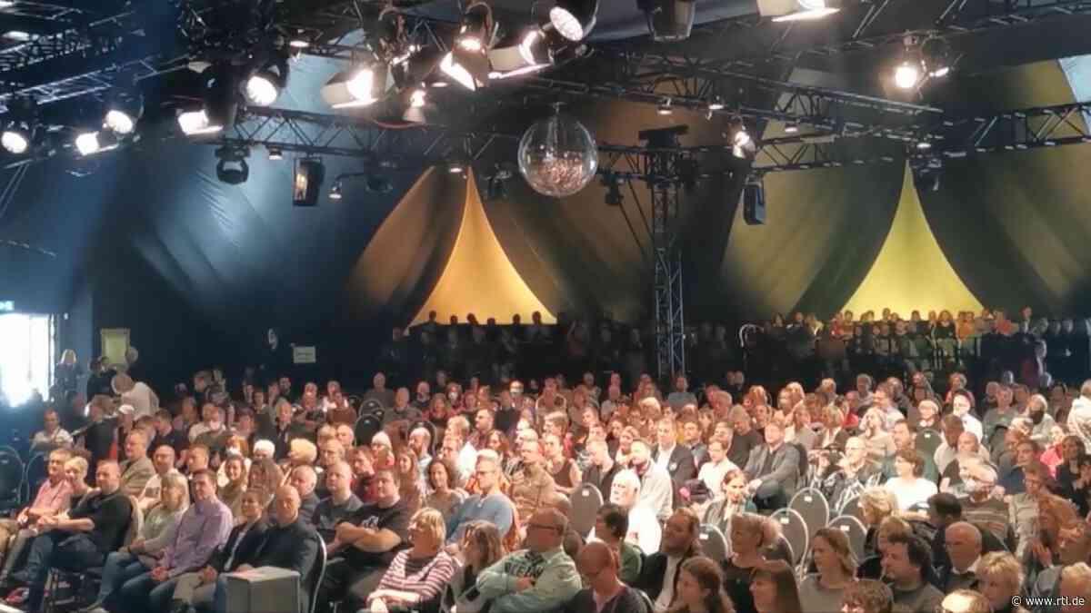 Dresden: 700 Menschen dichtgedrängt bei Jazzfestival – Gesundheitsexperte Karl Lauterbach empört - RTL Online