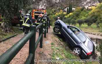 VVF Riva del Garda (TN) * Limone sul Garda: « auto resta in bilico sul bordo di un torrente, recuperati illesi i due occupanti - agenzia giornalistica opinione