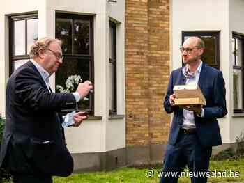 Vroege verjaardagstaart voor minister Van Peteghem<BR />