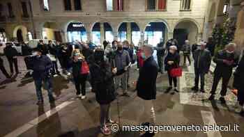 Duecento persone per il sit in di protesta a Sacile: «Non possiamo fermarci noi abbiamo già pagato» - Il Messaggero Veneto