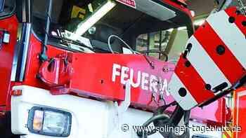 Unfall: Feuerwehr muss O-Bus-Mast umlegen