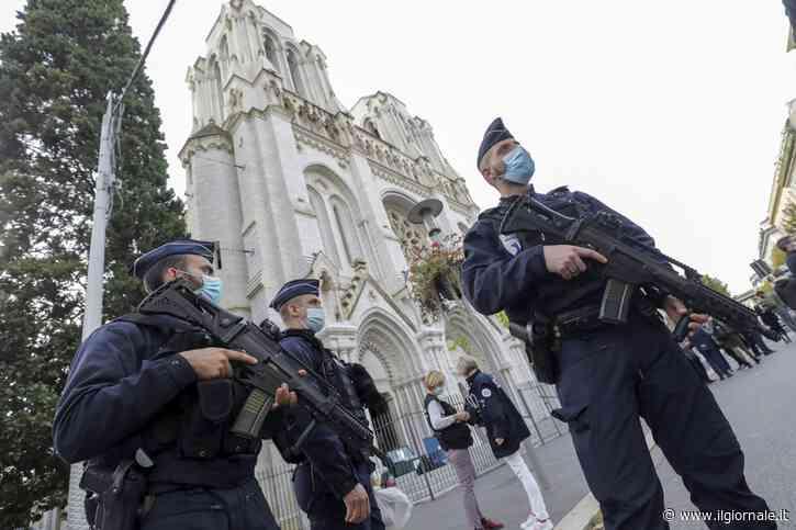 """""""Islamici hanno diritto di uccidere i francesi"""". Bufera sull'ex premier malese"""