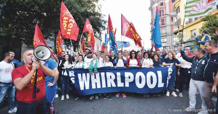 Whirlpool, Conte ai sindacati: l'azienda non riesce a dare prospettiva al sito di Napoli. Governo pronto a braccio di ferro giudiziario