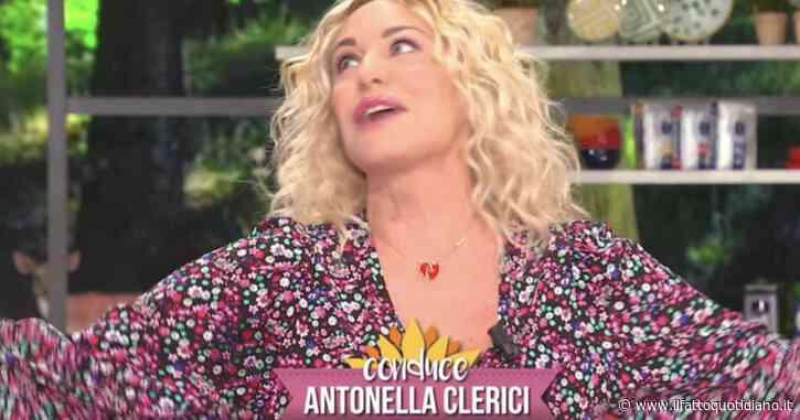 """Antonella Clerici di nuovo alle prese con la """"borra"""": """"Ma tu sai che le foglie da cui proviene rilasciano liquidi?"""""""