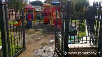 Aurelio, il parco giochi sotto all'ex auditorium è una discarica
