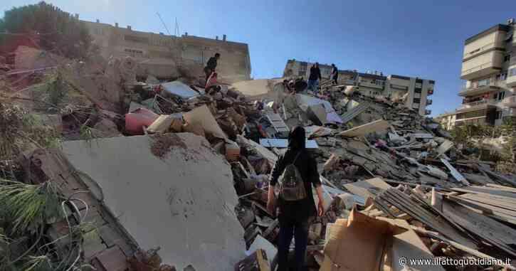"""Terremoto nell'Egeo di magnitudo 7 e mini-tsunami: edifici crollati a Smirne. """"4 morti e 120 feriti"""" – La diretta"""