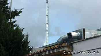 Torre Spaccata, l'antenna di via Luciani finisce in consiglio municipale. Monta la polemica