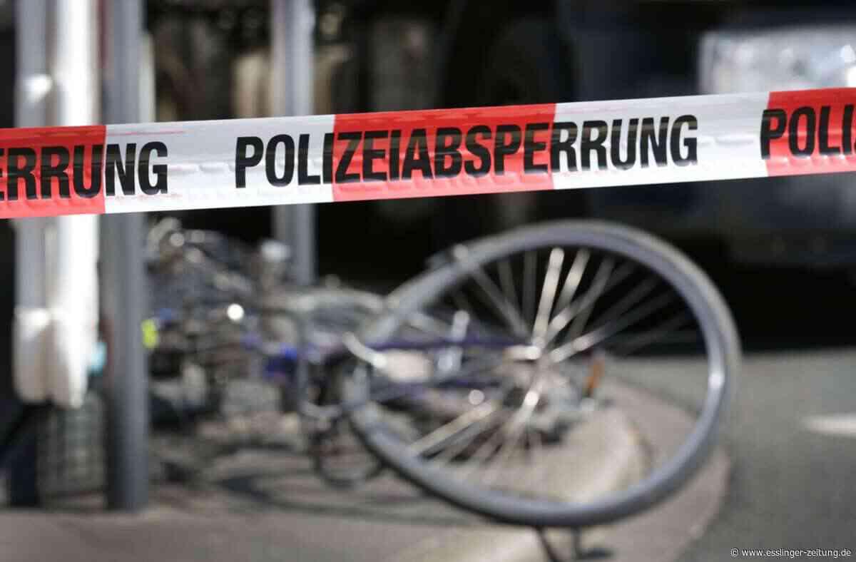 Esslingen: Radfahrer bei Kollision mit Auto leicht verletzt - Esslingen - esslinger-zeitung.de