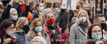 Les Polonais défient le virus dans des marches pour le droit à l'avortement