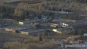 Emergency responders show support for Calgary Correctional Centre staff amid COVID-19 outbreak