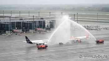 Erste Maschinen gelandet: Und er eröffnet doch - Flugbetrieb am BER aufgenommen