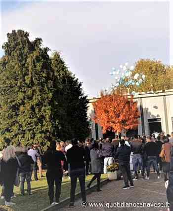 SAN GIUSTO CANAVESE - Una folla silenziosa e commossa per l'addio al piccolo Alvin e alla mamma Silvia - QC QuotidianoCanavese