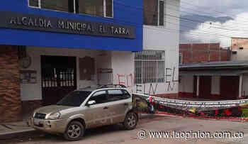 Temor en El Tarra: dejan carro con explosivos frente a la Alcaldía - La Opinión Cúcuta