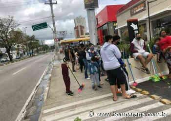 Ação de marketing faz uma enxurrada de curitibanos montar em vassouras para ganhar sanduíche - Bem Paraná
