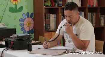 Docente en Cocorná emplea un radio para dar clases a sus alumnos - RCN Radio