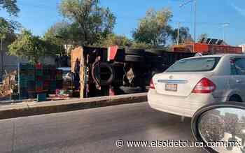 Vuelca camión que transportaba naranjas en Coacalco - El Sol de Toluca