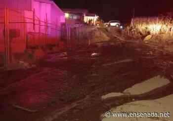 Fuga en tanques Morelos inunda casa en la Emiliano Zapata - Ensenada.net