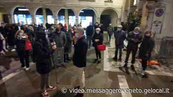 Sacile, in duecento in piazza per protestare contro il Dpcm di Conte - Messaggero Veneto