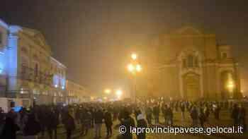 Voghera, i commercianti in piazza: «Conte, vogliamo solo lavorare» - La Provincia Pavese