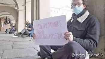 """Manifestazione in piazza a Voghera: """"No ai Daspo per i senzatetto"""" - IL GIORNO"""