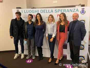 """Bardolino: Manuela Arcuri protagonista del docufim """"I luoghi della Speranza"""" - Radio Pico"""